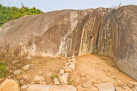 """""""Magnífica entrada a las cuevas excavadas en la roca Vapiyaka """" D7300_s"""